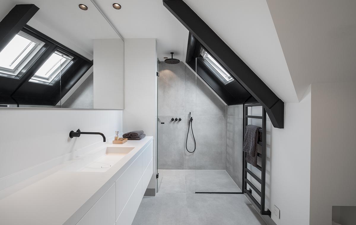 Minimalistische badkamer met zwarte kranen  Sjartec  Badkamers Wellness en Tegels in Leiden