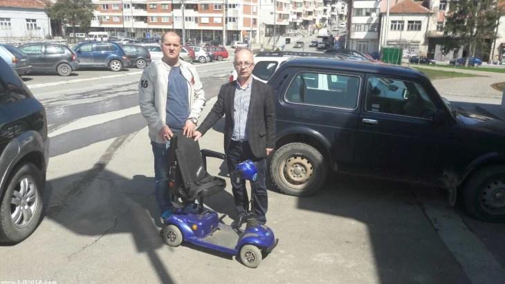 Alija Salihagic donira elektiricna kolica za invalide - www.Sjenica.com - April 2017