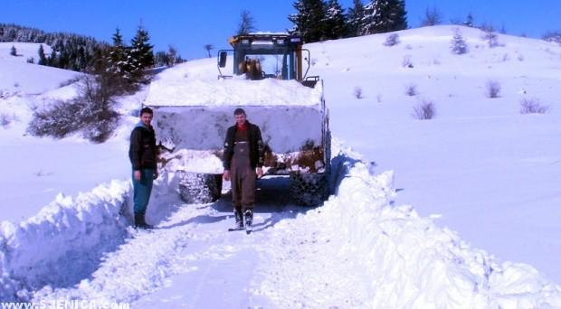 Pester ciscenje snijega / februar 2015 / Sjenica