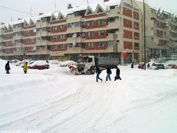 Sjenica - cistac snijeg na kruznom toku