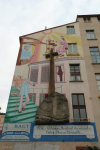 There are more murals in Croix-Rousse, which sits atop one of the two collines, or hills in Lyon. This area is known for its silk workers (or canuts) from the 19th century.