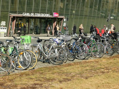 Lots of people leave their bikes to pick up when they return from wherever.  I liked bringing it mit.