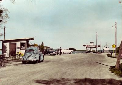 Andra bilfärjan Lahela vid Mickrumsbryggan ca 1960 bredvid första färjan Rune.