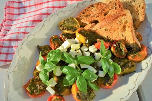 pestogratinerade tomater