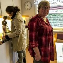 Eleonora och Laila i föreningslokalen.