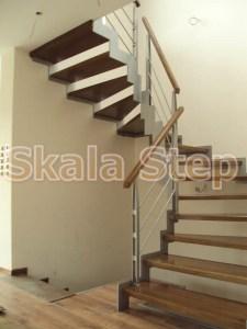 Εναέρια σκάλα με δρύινα πατήματα και μεταλλικό σκελετό