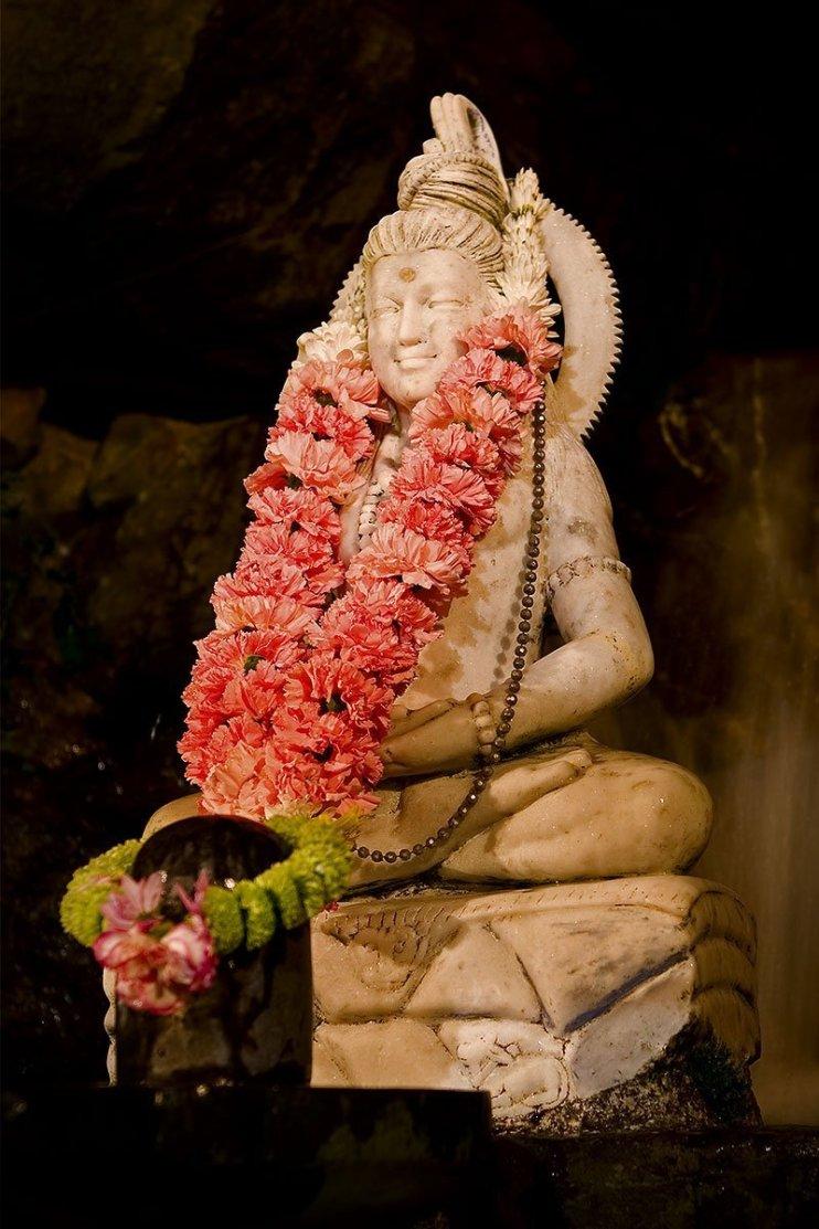 An image of Lord Shiva with a Shiva Lingam at the Sri Ranganatha temple in Skanda Vale, Wales