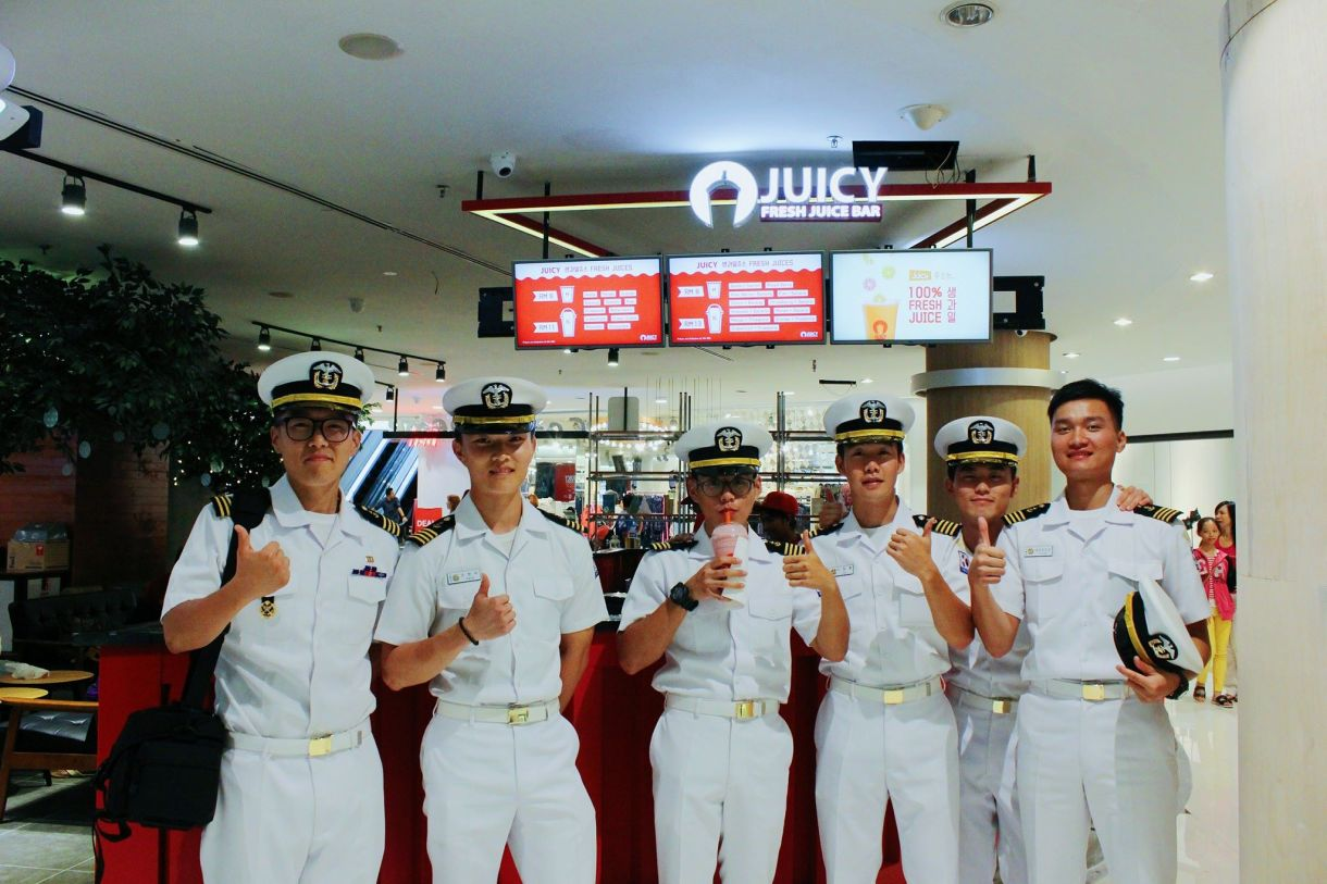 JUICY-Fresh-Juice-Bar-store-example02-Malaysia.jpg
