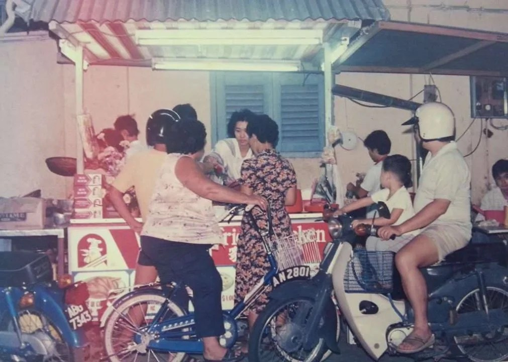 winners-fried-chicken-stall-late-80