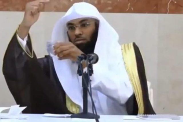 Video__Saudi_cleric_rejects_that_Earth_revolves_around_the_Sun_-_Al_Arabiya_News