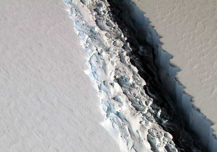 Breakup of Larson C Ice Shelf edges closer #antarctic #climate