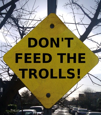 dont-feed-the-trolls-sign