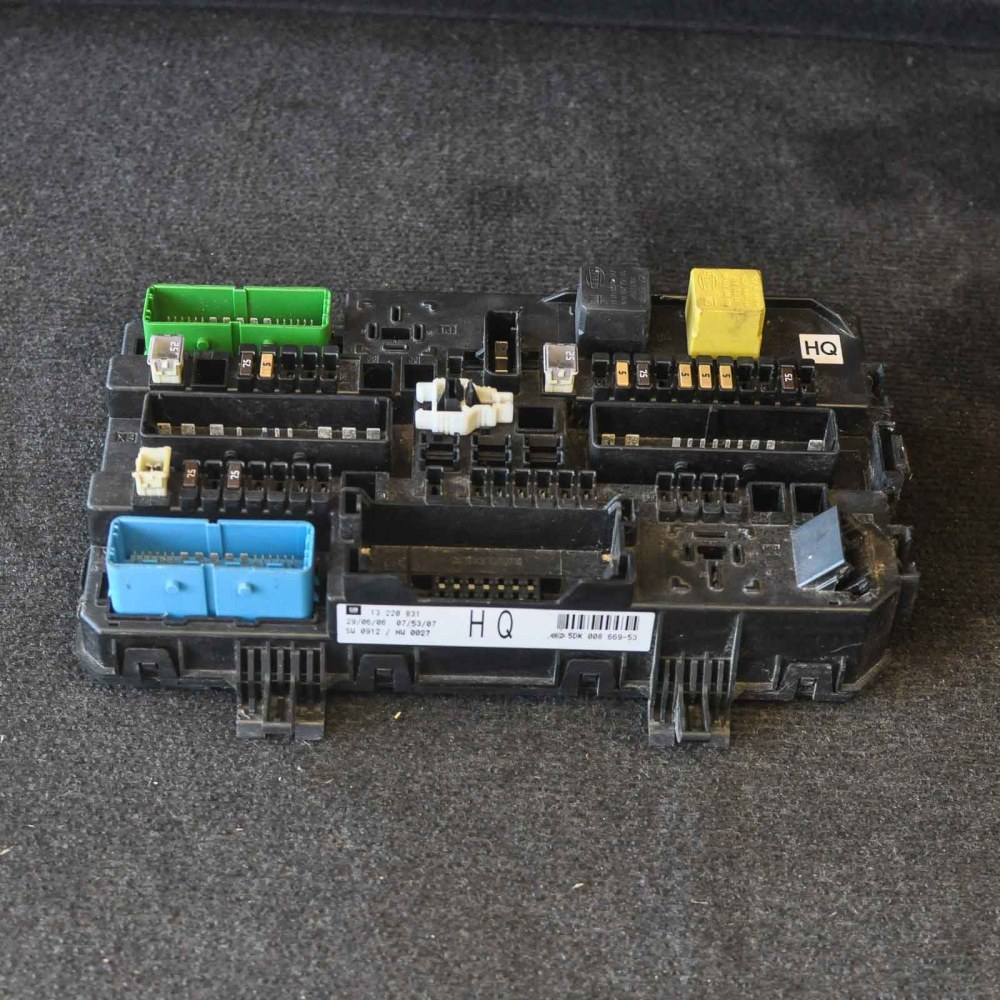 medium resolution of opel vauxhall zafira b fuse box 13220831 ebay opel vectra b fuse box opel corsa b