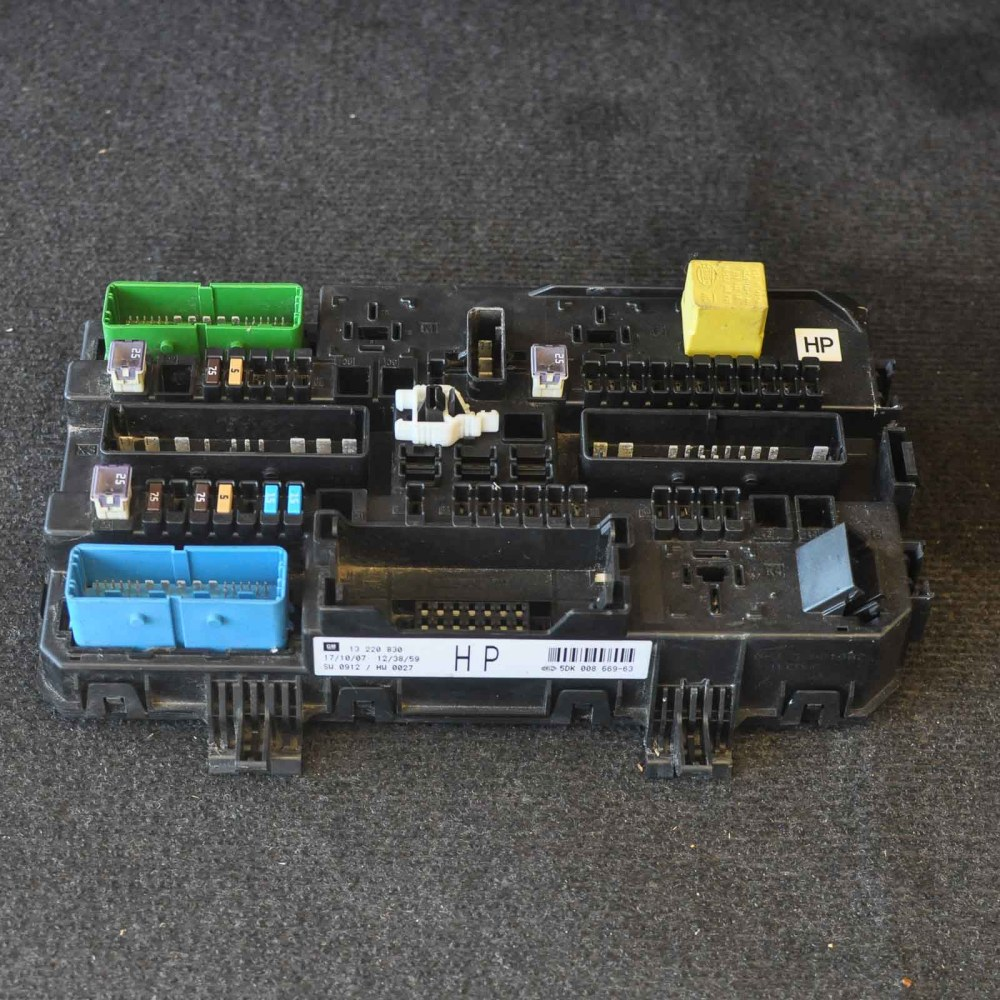 medium resolution of opel vauxhall astra h fuse box 13220830 ebay