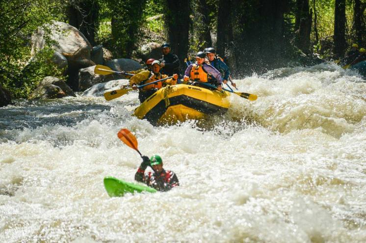 whitewater rafting Aspen, Roaring Fork River rafting