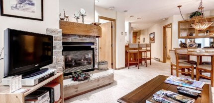 Steamboat's Trappeurs Lodge's spacious common areas provides the perfect setting for enjoying a card game or catching up over a bottle of wine. | Photo: Wyndham Vacation Rentals