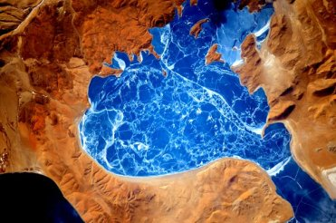 A tropical-looking frozen lake in the Himalayas, as seen from space. | Photo: Scott Kelly, NASA
