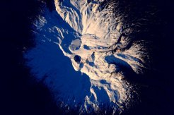 A snow-smothered volcano in New Zealand. | Photo: Scott Kelly, NASA
