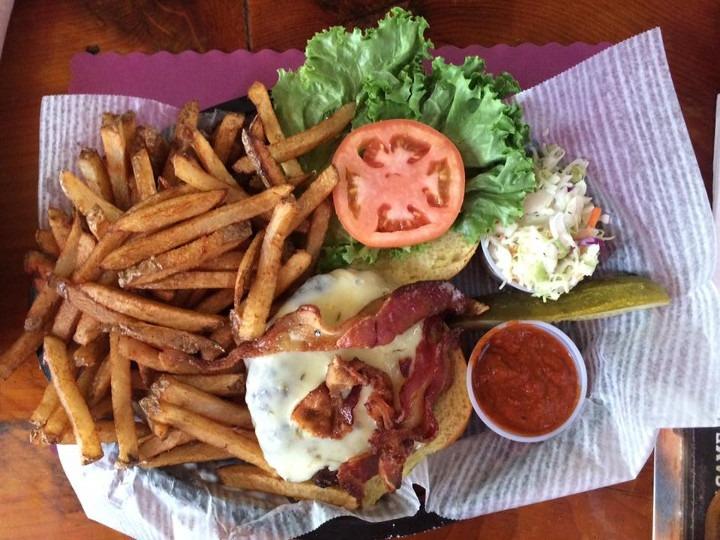 Tom's Tavern Burger Okemo