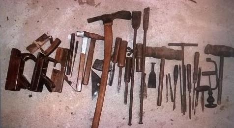 En del af det gamle værktøj fra Dyrehaven i Nyborg, som sandsynligvis har været brugt til byggeriet af Skibet.