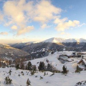 Er is weer flink veel verse sneeuw gevallen dit weekend! ️️                     …