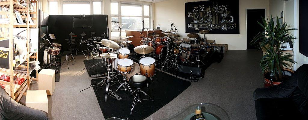 Foto van de studio waarin drumles gegeven wordt
