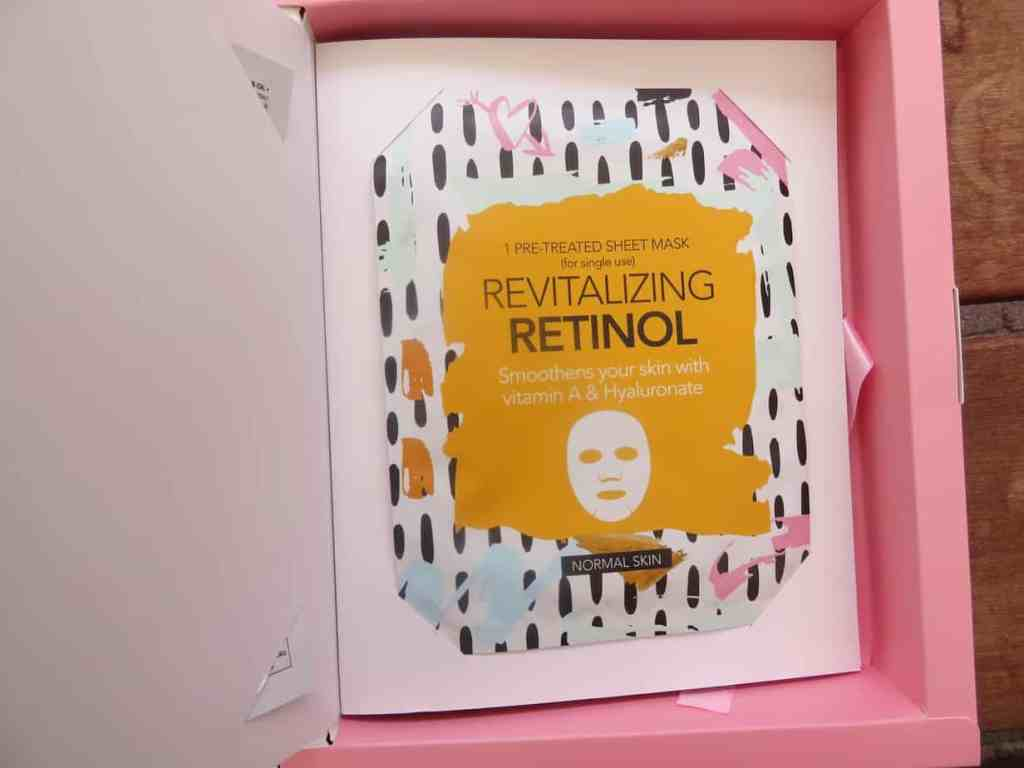 Het revitalizing retinol sheet mask. Smoothens your skin with vitamine A & hyaluronzuur
