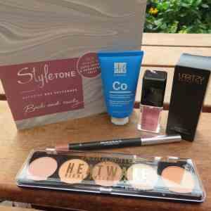 Styletonebox September een volle box aan verzorging en make-up