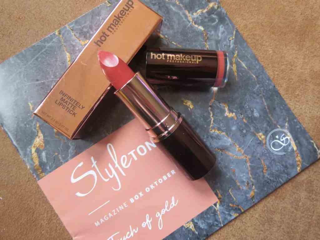 Prachtige rood/bruine kleur van HOT makeup een matte lipstick in de oktober styletonebox