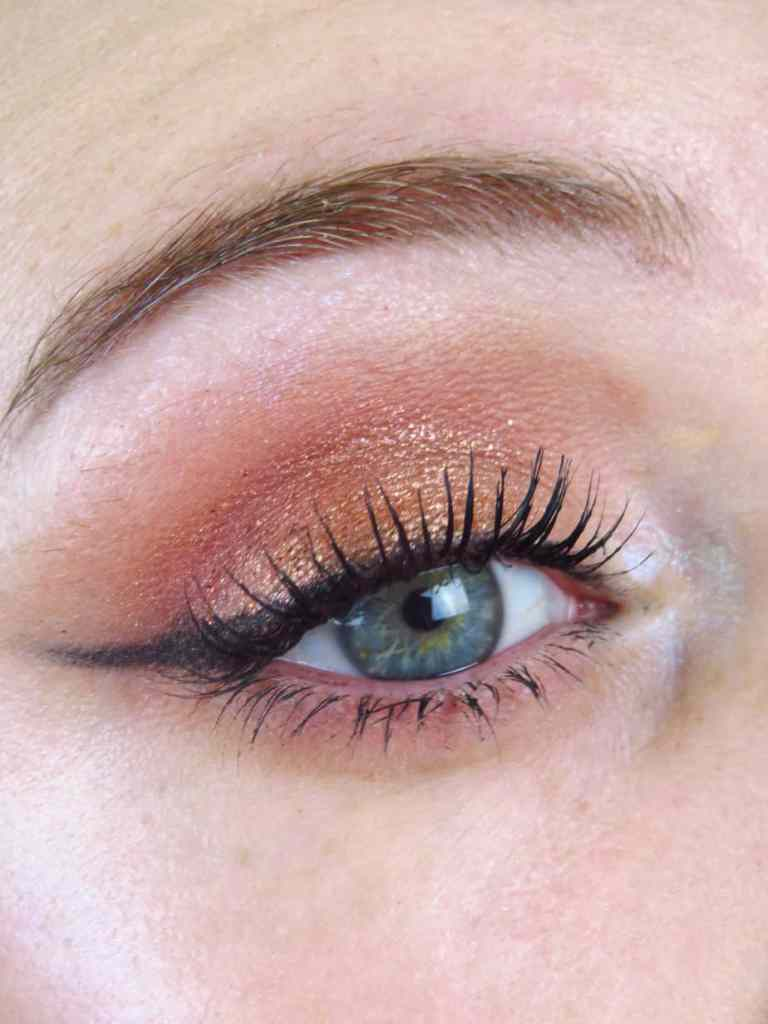 Golden eyeshadow, eyeliner, blue eyes, green eyes, kerst, christmas, make-up look, inspiratie