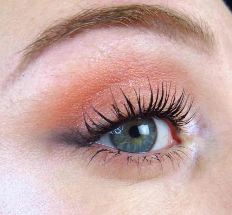 Natuurtinten, rood tinten, bruin tinten, eyeliner, mascara, make-up, make-up look, kerst