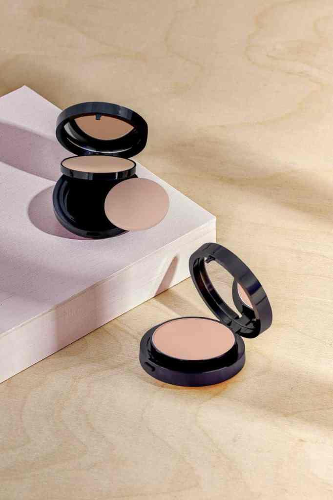Poeder concealer, huidskleur concealer, medium dekking, make-up, oneffenheden camoufleren