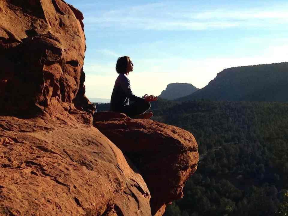yoga rustgevend, zelfzorg, liefde, negatief zelfbeeld, reuma, pijn, spijsvertering, zenuwstelsel, balans, sterke spieren