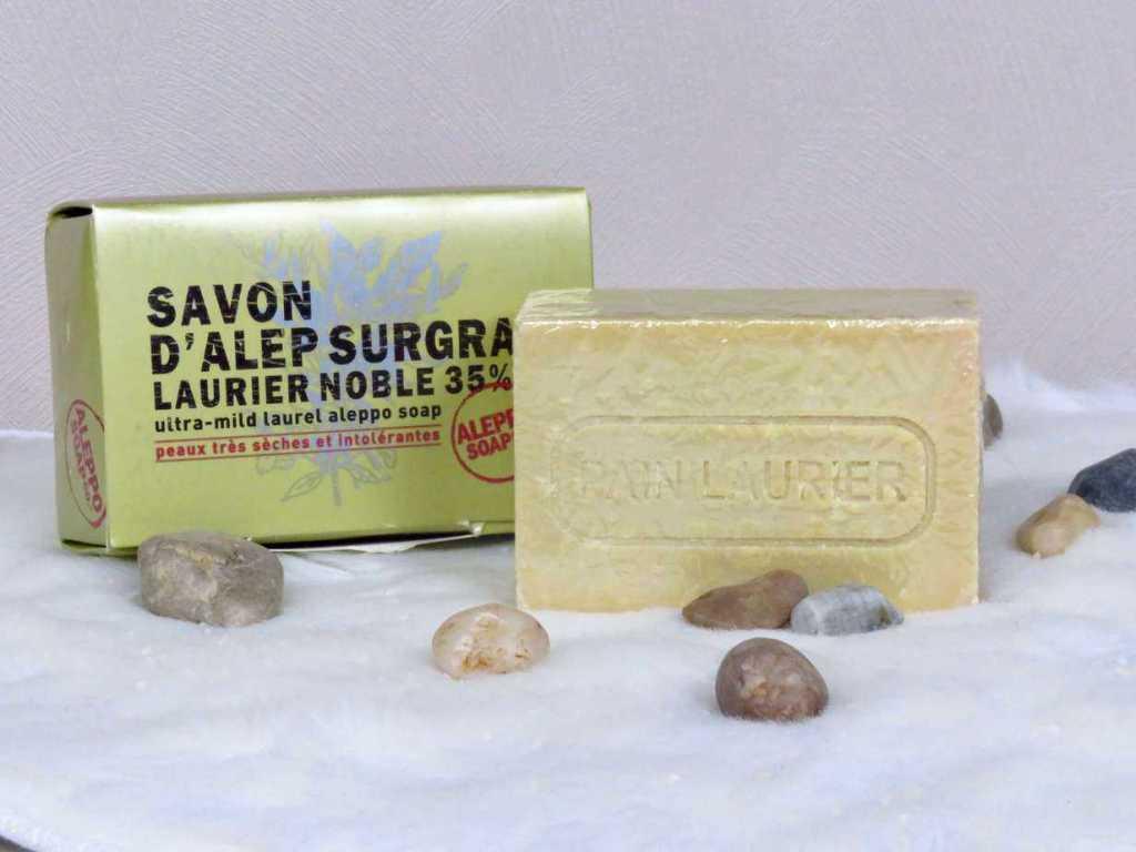 aleppo zeep, verzorgend, verzachtend, droge huid, gevoelige huid, laurier zeep, groene thee extract, olijf zeep