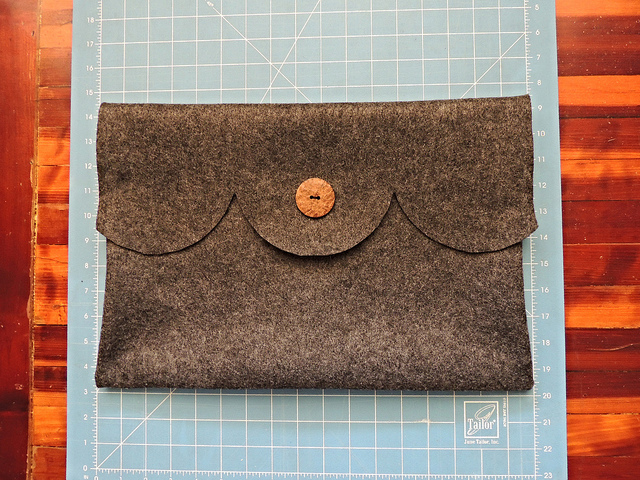 Back to School DIY: Easy Laptop Sleeve Tutorial