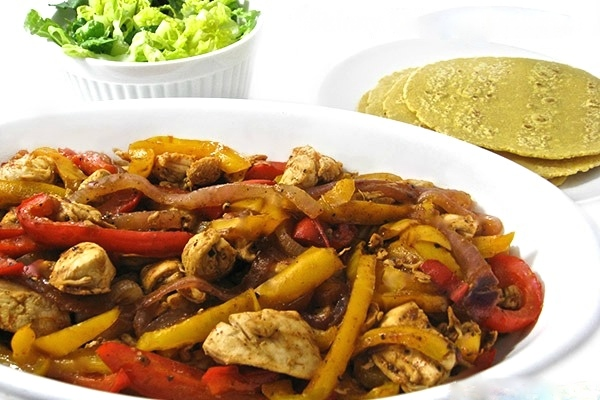 Skinny Chicken Fajitas In 30 Minutes With Weight Watchers Points Skinny Kitchen