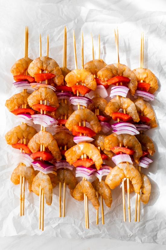 Shrimp Skewers with onions, bell pepper and lime wedges