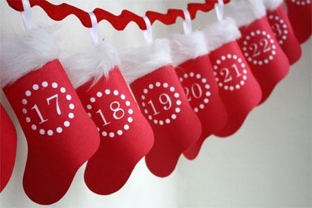 Чорапчета с малки скривалища за дребни сладки или листче със задачки