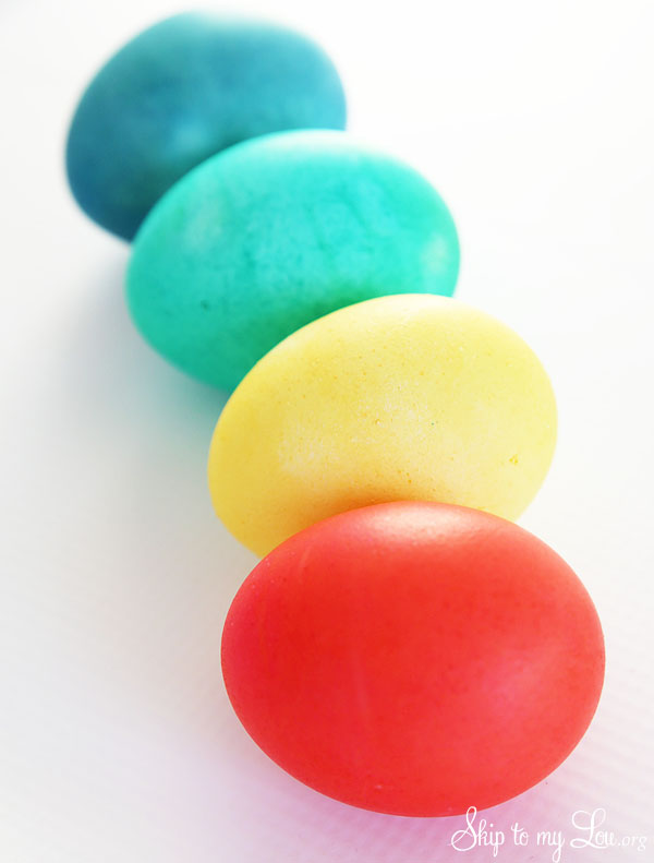 ULTIMATE How To For Dying Easter Eggs With Food Coloring