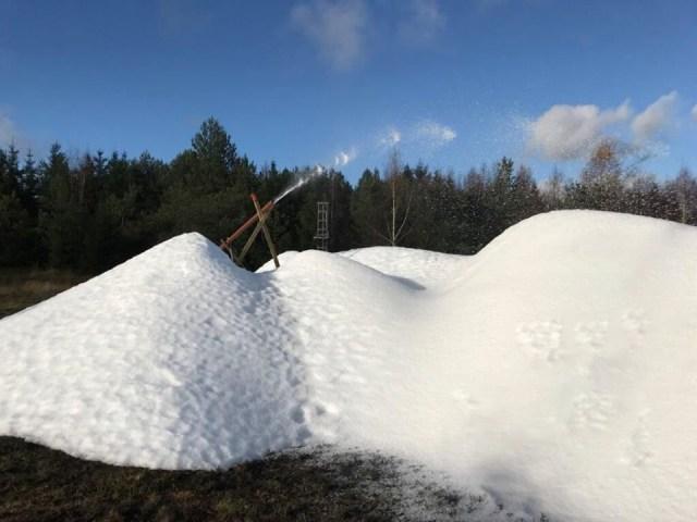 Sneproduktionen er indledt i Vallåsen. Se foto