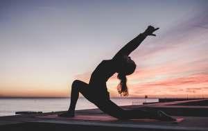 Yoga gør en masse godt for din krop såsom at styrke din kernemuskulatur.