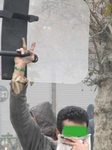 """Eit erobra politiskjold i Iran. Biletet er stole frå bloggen """"Nakhana"""" http://nakhana.wordpress.com/2009/12/27/"""