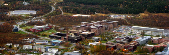 Flyfoto av Universitetet i Tromsø. Fotograf: Maja Sojtaric/wikimedia commons