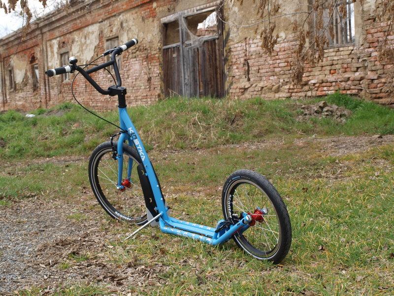 Koloběžka Kostka Hill 3 modrá