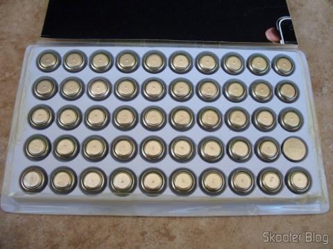 Cartela com 50 baterias AG13 / LR14