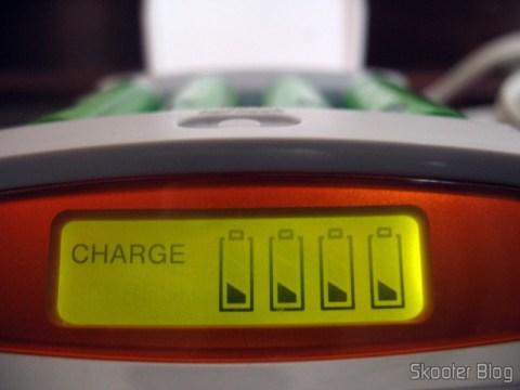 Pilhas GP Recyko+ no carrecador inteligente da Sony