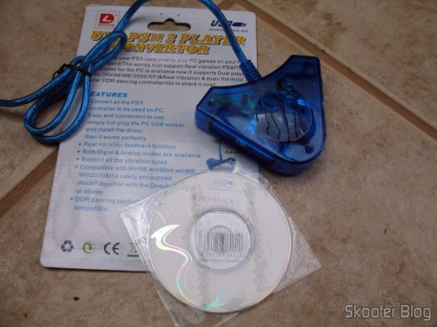 Conversor USB para controles de Playstation 1 e 2 no PC, da Dilong, com embalagem e mini-CD de drivers
