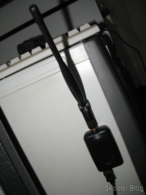 Dongle pode ser grudado na lateral do gabinete através do ímãs
