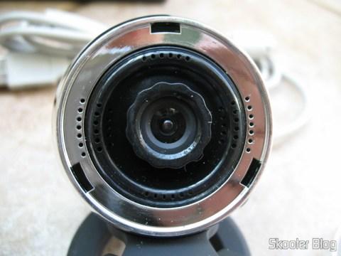 Parte acrílica pode ser removida para ajustar foco da lente