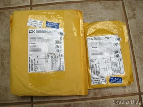 Segundo pacote da DealExtreme com as pilhas GS Yuasa NiMH AAA (à direita)